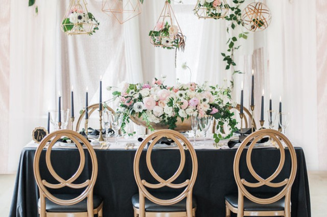 Such decor is right what you need to stand out as a couple