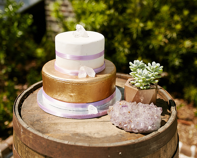 The cake was decorated with ribbons and geodes of the same color