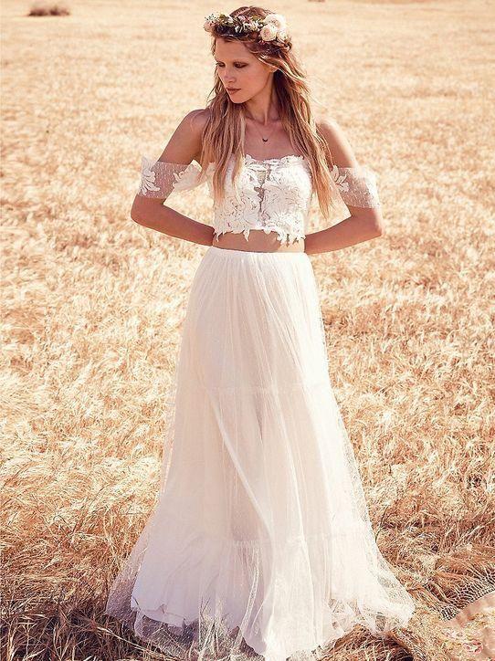 31 ideas to pull off a sexy wedding dress weddingomania for Off the shoulder wedding dress topper
