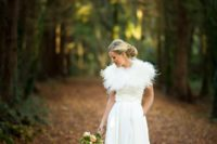 28198faa57f6c Picture Of fur shawl is a fashionable touch to the bride's ensemble