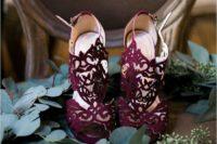 16 laset-cut burgundy wedidng shoes