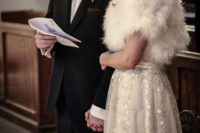 20 white fur stole to keep the outfit romantic