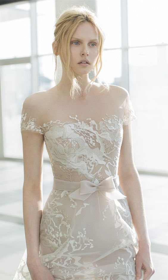 b184107eb4e 31 Ideas To Pull Off A Sexy Wedding Dress - Weddingomania