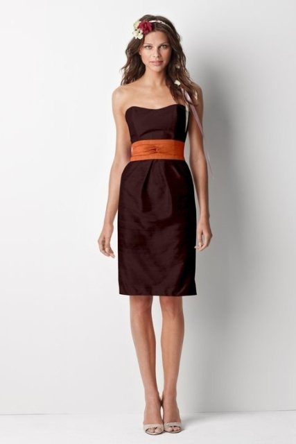 Knee-length dress with wide belt and neutral shoes