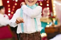 Look with printed bow tie and suspenders