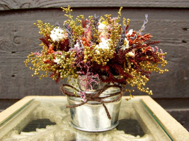 Table centerpieces with fall flowers and twine