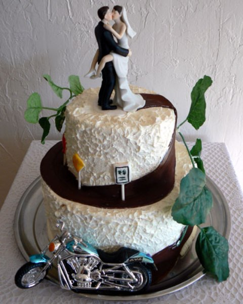 motorbike themed wedding cakes 20 cool motorcycle themed wedding ideas weddingomania 17596