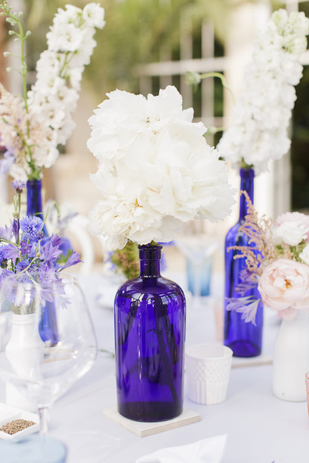 Picture Of elegant blue china manor house wedding  12