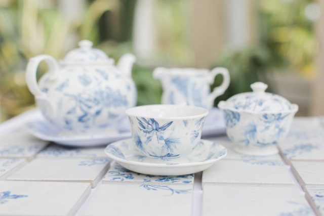 Picture Of elegant blue china manor house wedding  8