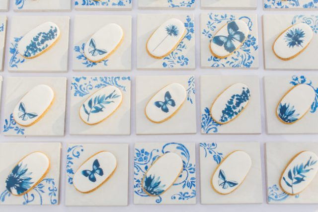 Picture Of elegant blue china manor house wedding  9