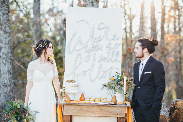This early fall elopement shoot is rustic, modern and chic