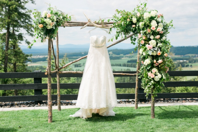 This springy wedding will inspire those of you who are looking for something romantic and delicate
