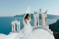 03 Santorini is a beautiful place itself, so you don't need many details or decorations