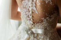 03 pearls and sparkles and decor that imitates snow looks gorgeous
