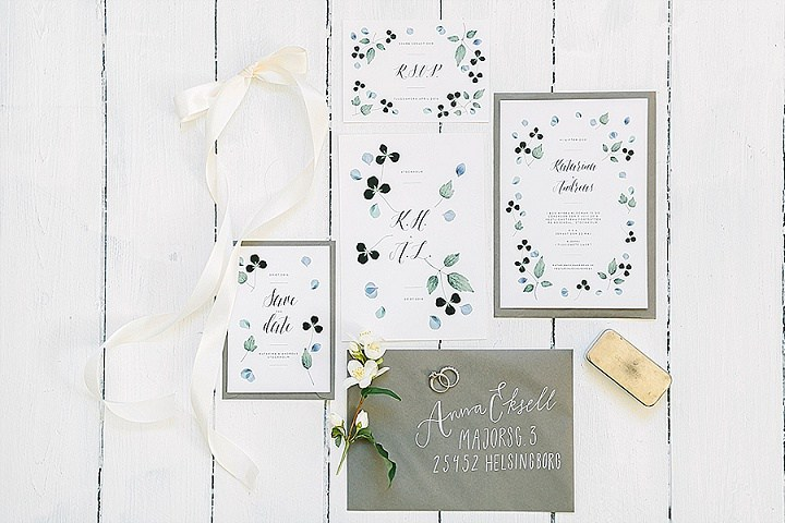 Casual stationery in grey and pale green matched the theme