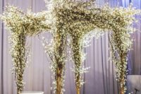 04 ceremony canopy made of branches and white flowers to make your winter nuptials solemn