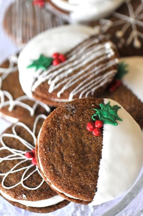 gingersnaps with Christmas frosting are very budget-friendly