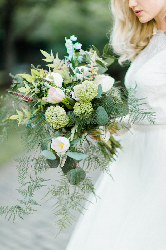 The bridal bouquet was a messy one, with fern, rose quartz flowers and leaves for a textural look