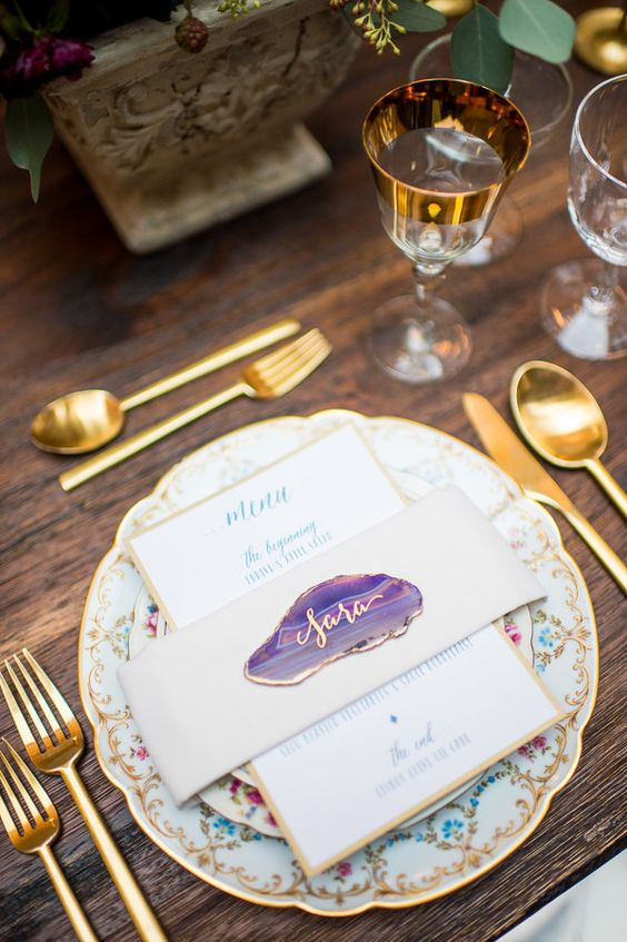 small purple and gold geode slices used as place cards