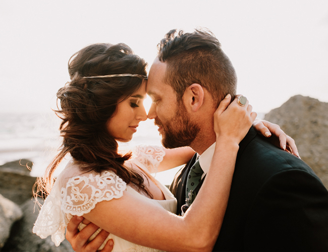 This shoot is perfect for those who want a coastal wedding and don't know how to pull it off