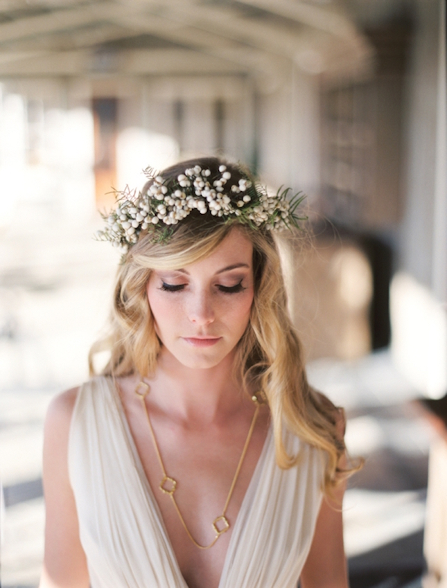 baby's breath crown is not only simple and delicate and works long without breaking your budget