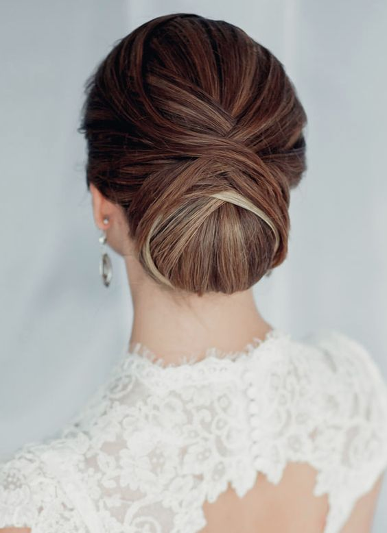 such a chignon will last all day long even if it snows