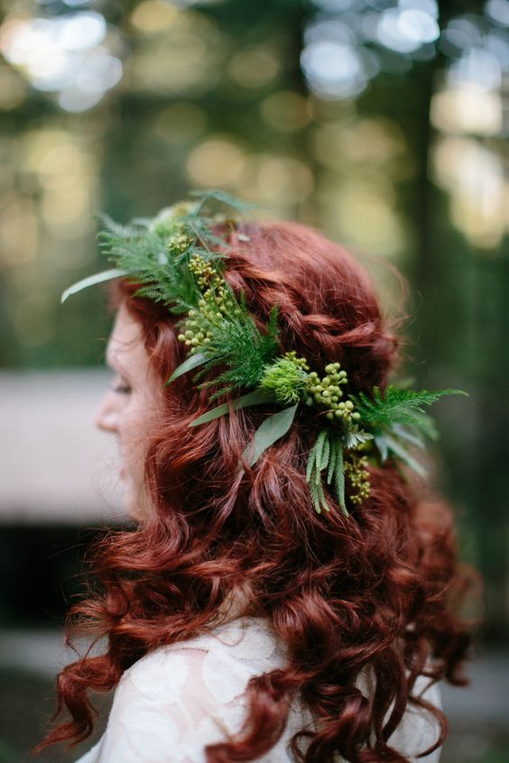 fern, leaves and berries flower crown looks great on a red-hair bride