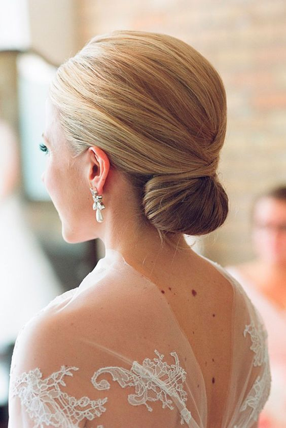 fight static using hydrating hair masks the day before the wedding