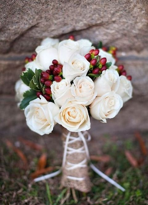 white flowers and cranberries are a simple yet chic combo for a winter bouquet