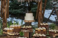 20 display your cakes and cupcakes on wood slices to embrace the theme