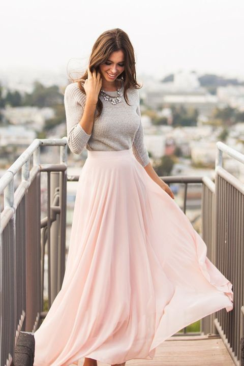 blush maxi skirt a grey sweater and a statement necklace