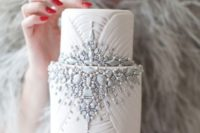 27 embellished wedding cake reminding of a fairy-tale one