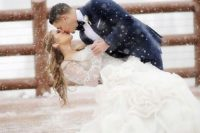 27 magical winter wedding photos are so romantic