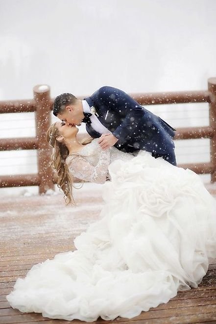 magical winter wedding photos are so romantic