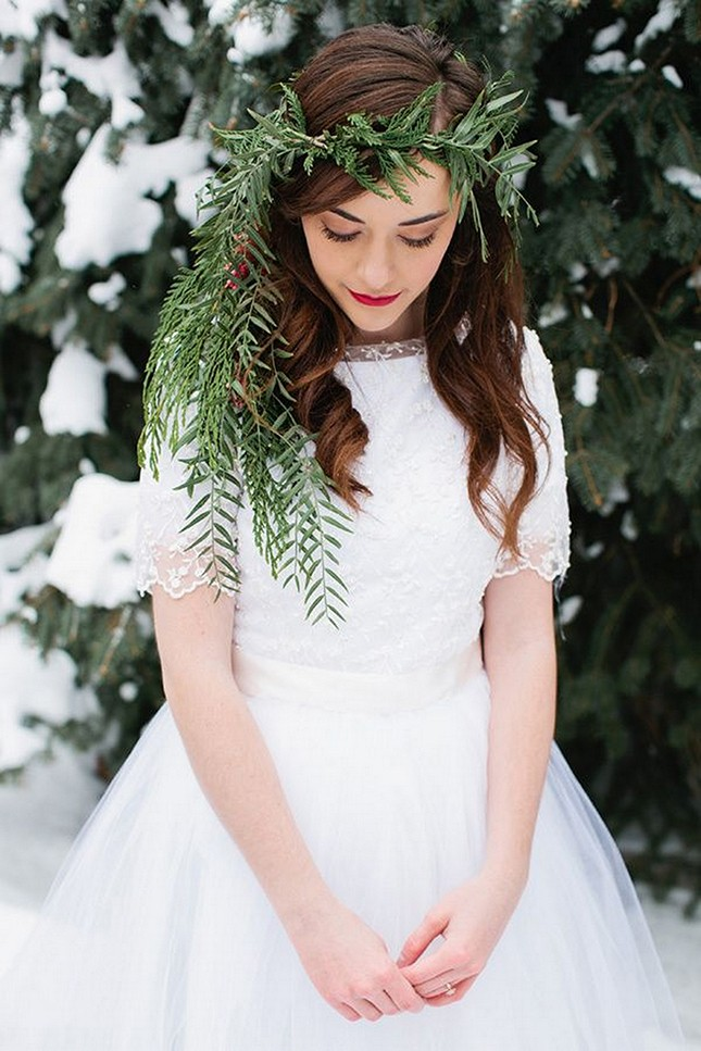 pine needles add a variety of texture to this bold headpiece