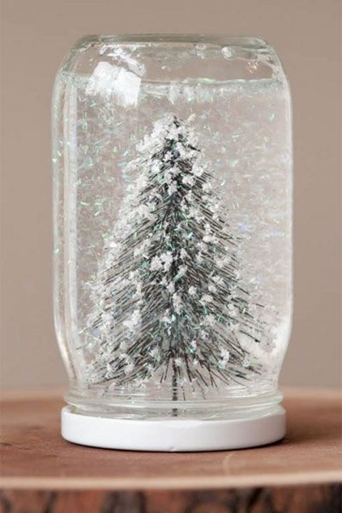 DIY snowglobes of mason jars and pipe cleaners