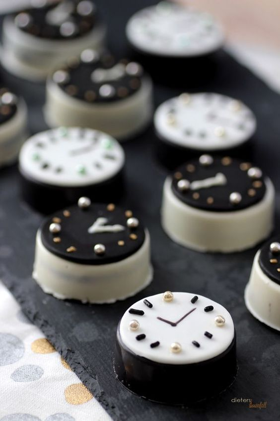 oreo cookie clocks for a New Year wedding