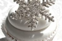 32 silver snowflakes instead of cupcake toppers