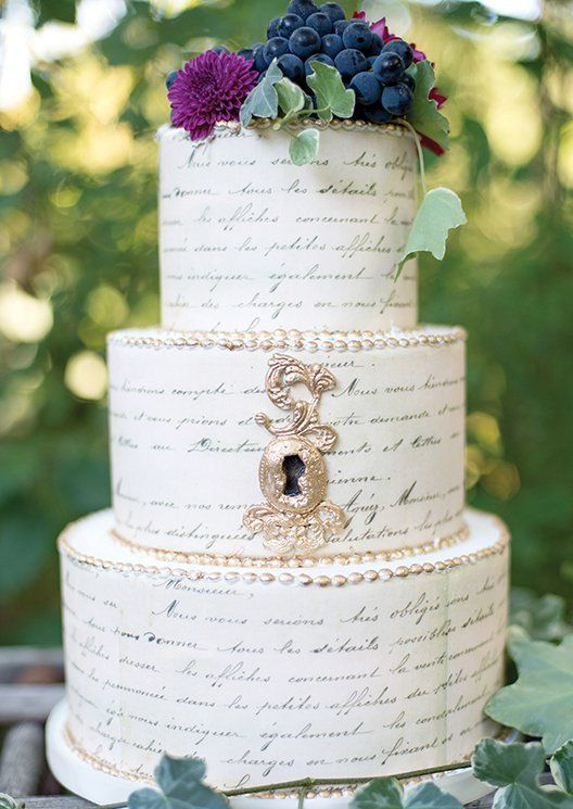 literary wedding cake with a key hole