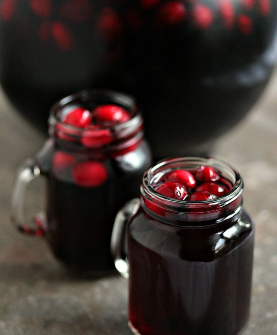 cranberry sangria for fall and winter weddings