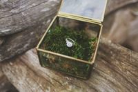 37 fill the ring box with moss to highlight your wedidng theme
