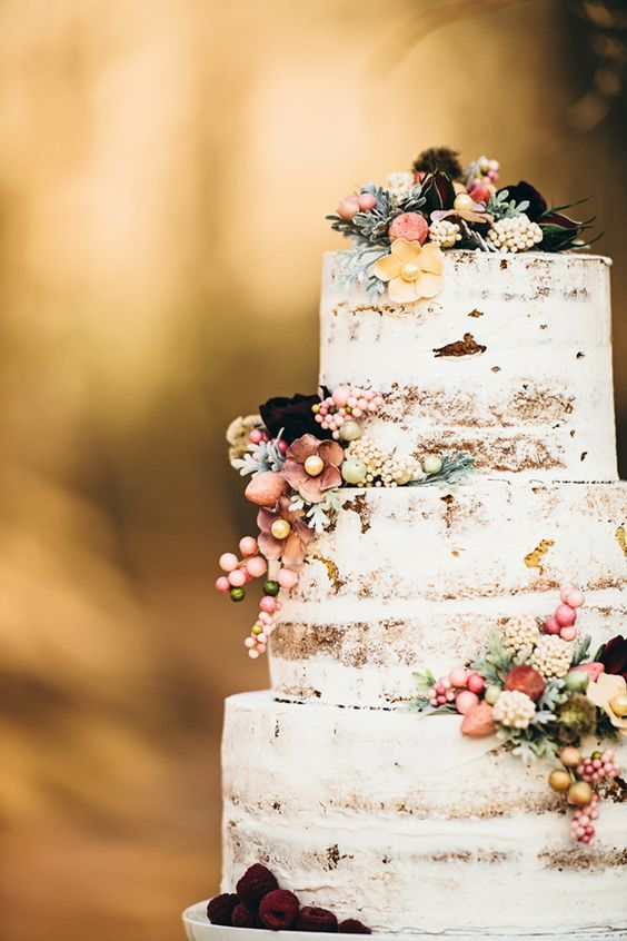wedding cakes with berries and flowers 44 cozy winter woodland wedding ideas weddingomania 25980