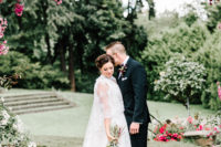 01 This lush floral wedding took place in Oregon, and the guests came from all over the country