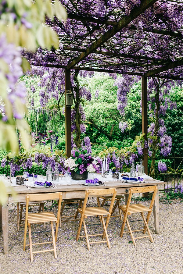This wedding shoot is right for those who are getting married in spring and don't want any typical flowers
