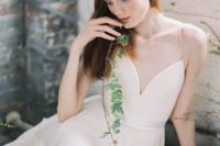01 spagetti strap A-line V-neck wedding dress with a lace skirt