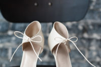 02 Minimalist white heels with bows