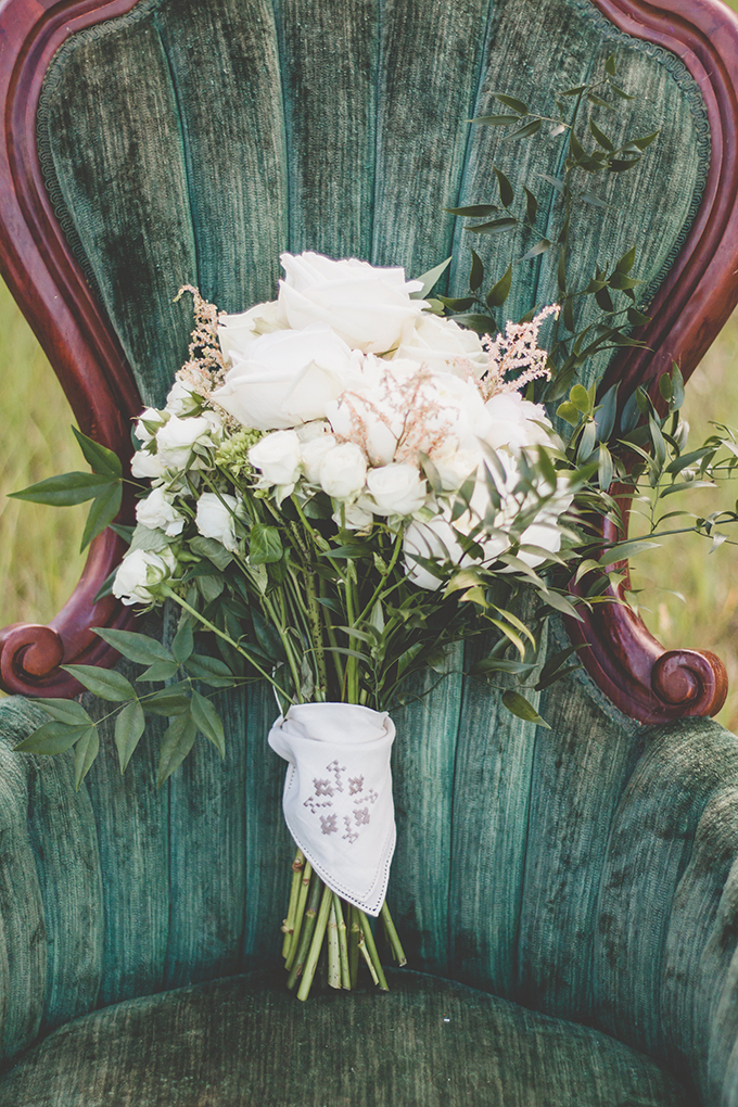The white bridal bouquet was a refined and elegant one, with a white stitched wrap