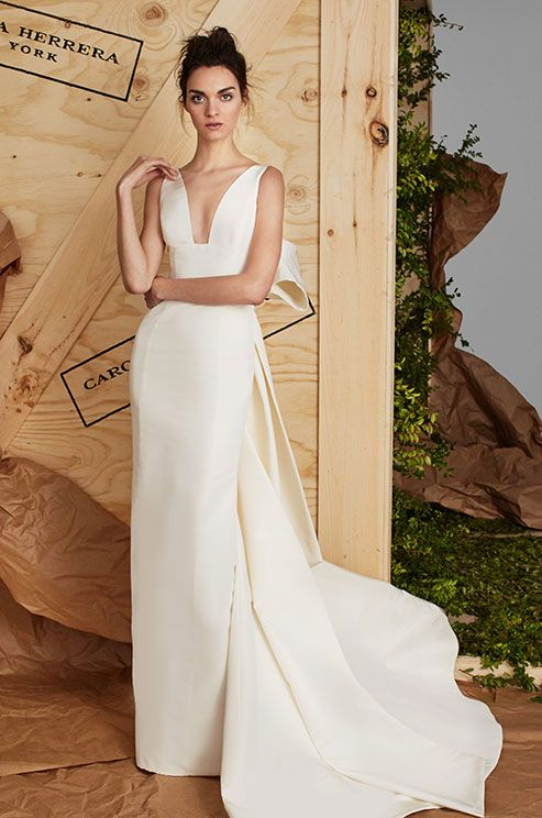 simple elegant silk gown with sculpted bow By Carolina Herrera