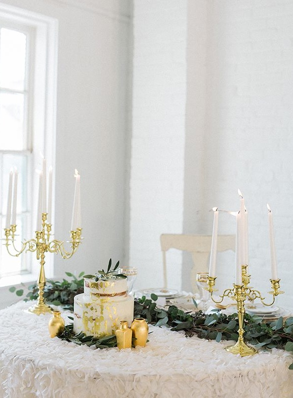 The gilded candle holders, vases and a gold leaf cake kept the decor sophisitcated