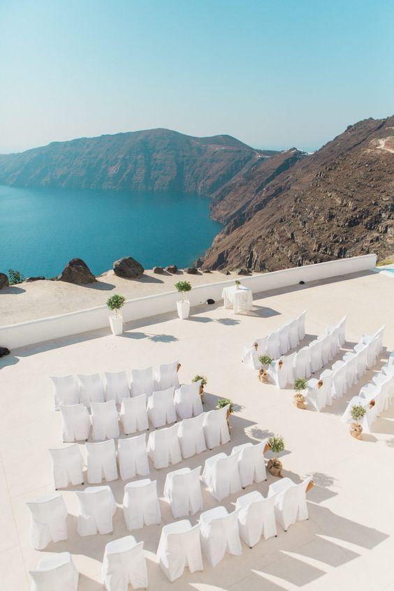 this ceremony space in front of the sea is breathtaking
